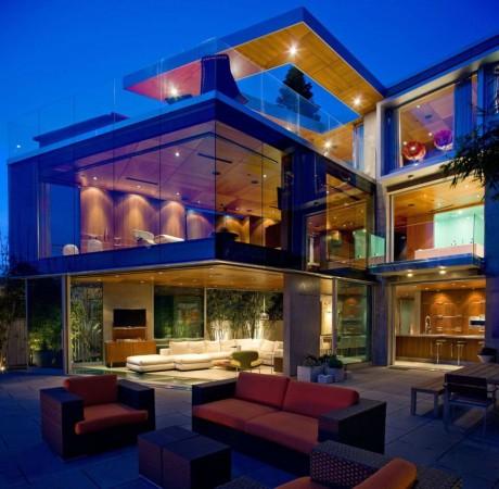 Стеклянный дом у океана в США
