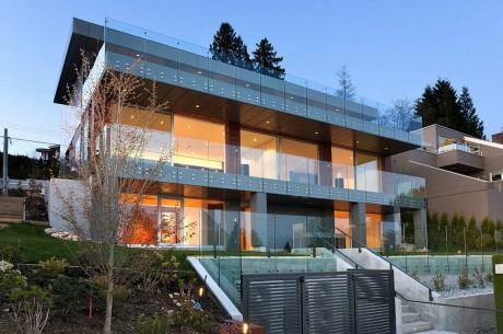 Металлический дом в Канаде