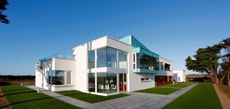 Дом на берегу в Ирландии