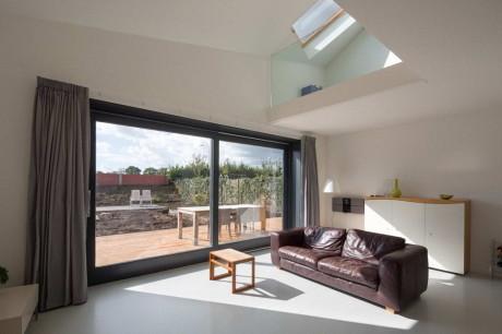 Современный интерьер двусветной гостиной