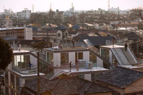 Скользящий Дом (SLIDE House) в Японии от Komada Architects Office.