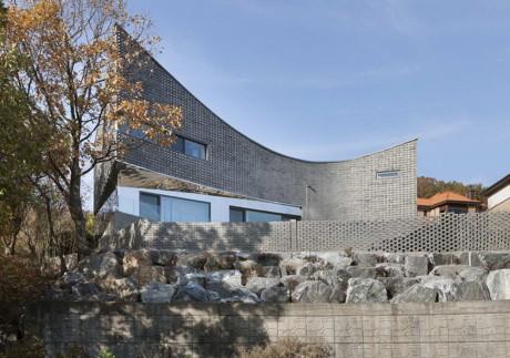 Проект кирпичного дома сложной формы в Корее