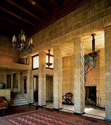 Дом Чарлза Энниса (Charles Ennis House) в США от Фрэнка Ллойда Райта (Frank Lloyd Wright).