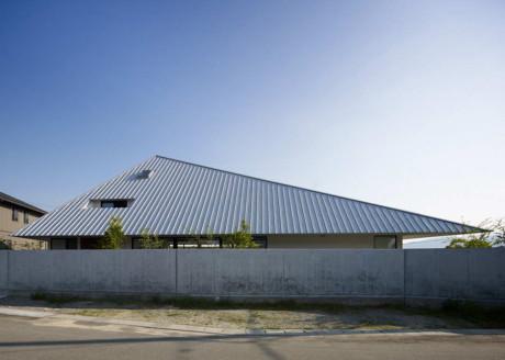 Дом с шатровой крышей в Японии