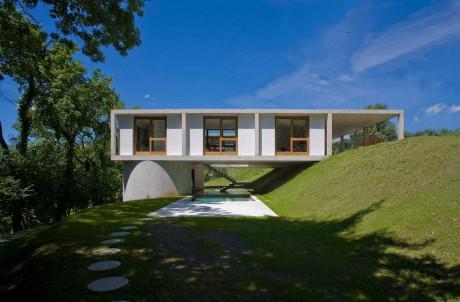 Проект бетонного дома на склоне в Швейцарии