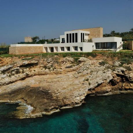 Современная вилла на берегу в Ливане