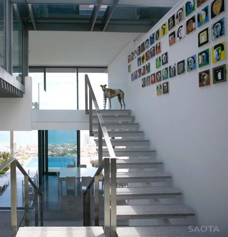 Дом на сложном рельефе в ЮАР