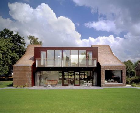 Кирпичный жилой дом в Голландии