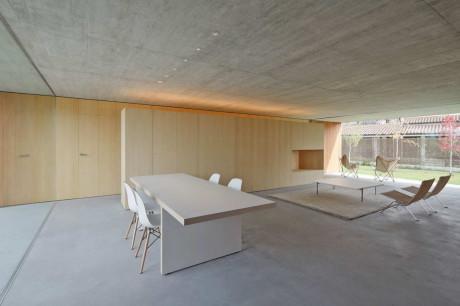 Одноэтажный дом с плоской крышей в стиле минимализм в Испании