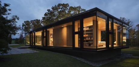 Стеклянный дом в США