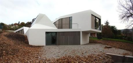 Дом-холм в Испании