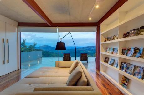 Современный дом из металла и стекла в Бразилии