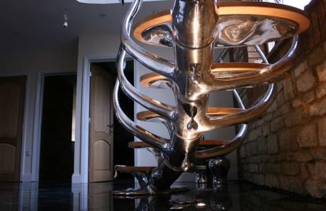 Дизайн необычной лестницы в форме скелета