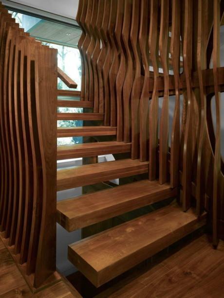 Дизайн необычной деревянной лестницы