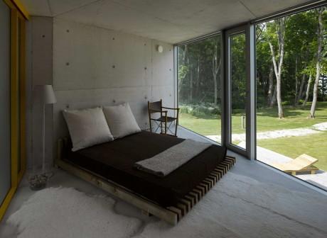 Бетонный дом на берегу в Эстонии