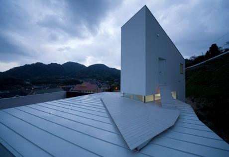 Проект современного дома на склоне в Японии