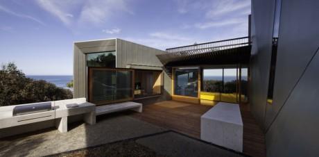 Дом на склоне у океана