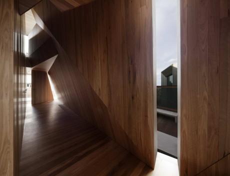 Деревянный интерьер жилого дома