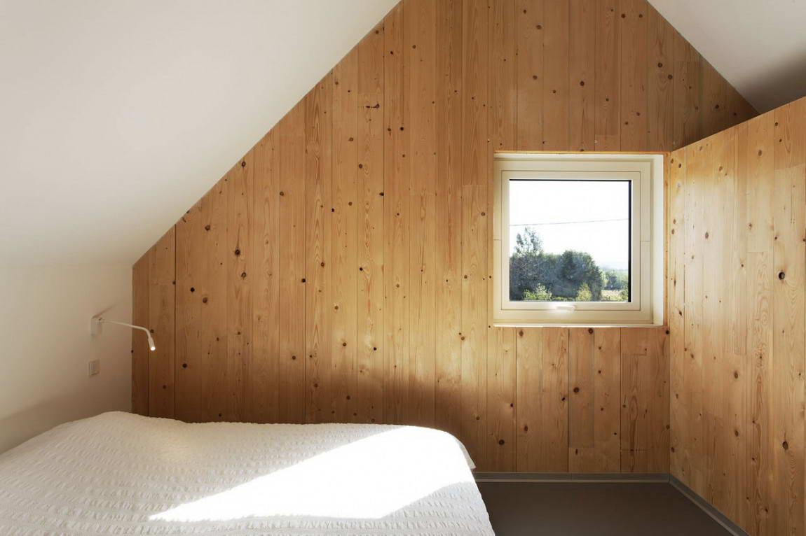 Интерьер деревянной мансарды