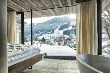 Современный интерьер из дерева, бетона и стекла в Австрии