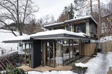 Дом из дерева, бетона и стекла в Австрии