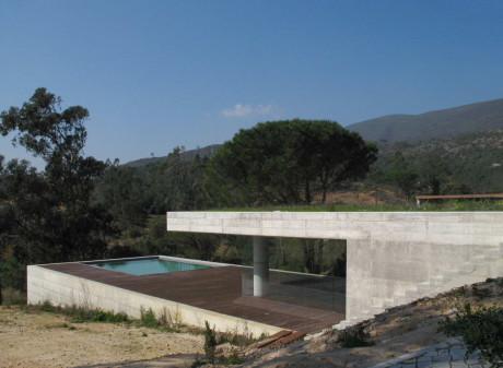 Бетонная дача в Португалии