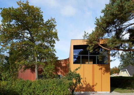 Изогнутый дом в Швеции