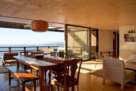 Одноэтажный дом на скале в Чили