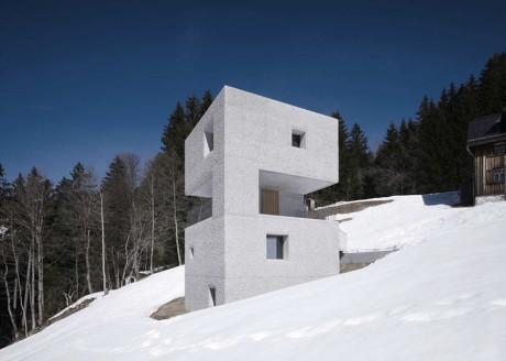 Дом-башня на склоне в Австрии