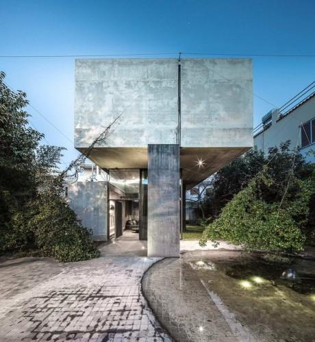 Бетонный дом в Греции