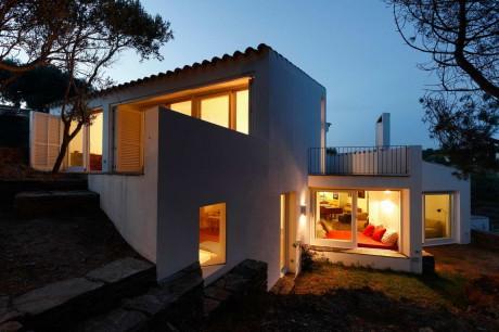 Дом на берегу в Испании