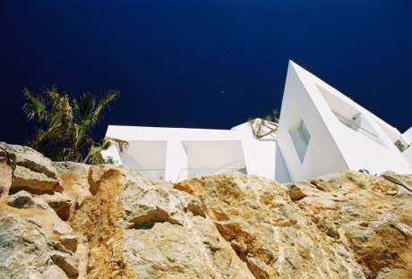 Дом на скале в Испании