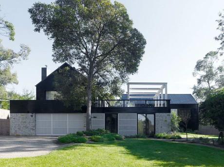 Чёрно-белый дом в Австралии