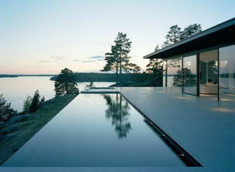 Стеклянный дом на острове в Швеции