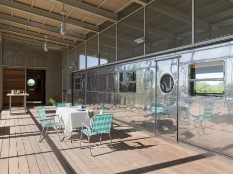 """Ранчо """"Локомотив"""" с трейлером (Locomotive Ranch Trailer Home) в США от Andrew Hinman Architecture."""