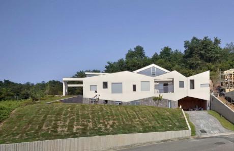 Дом на склоне в Южной Корее