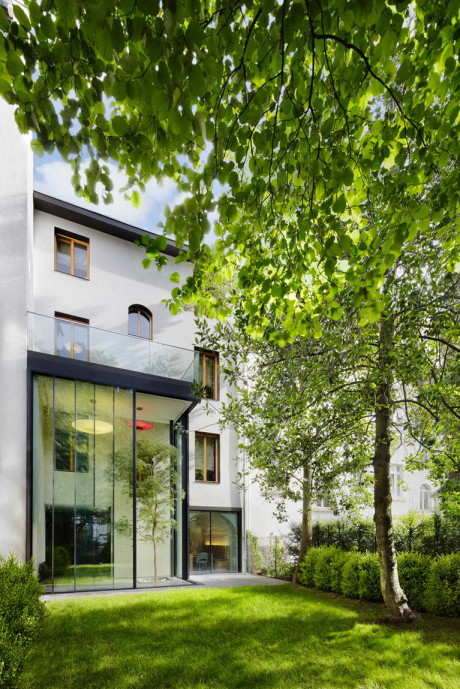 """Дом """"Точки"""" (Punktchen) в Германии от Guth & Braun Architekten + DYNAMO Studio."""