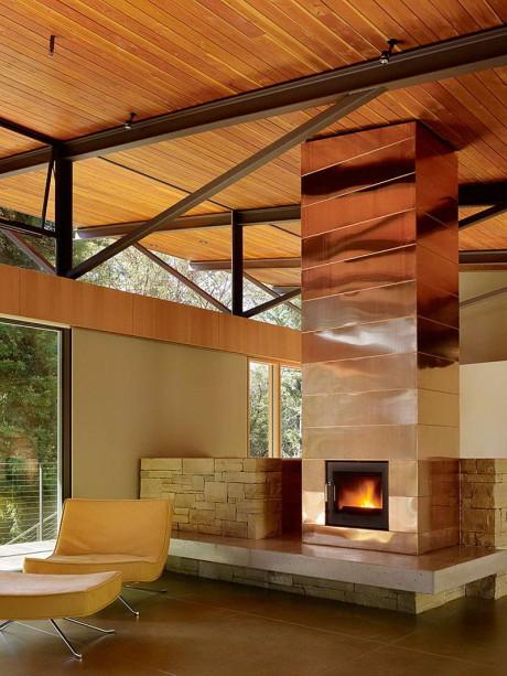 Лесной дом у горы в США