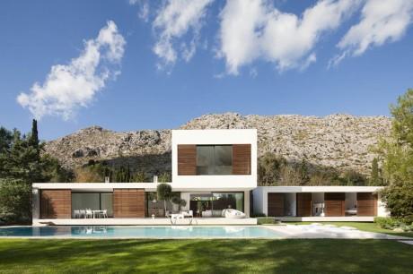Дом у горы в Испании
