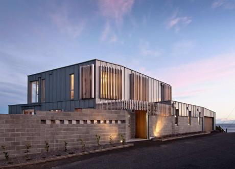 Дом у пролива Кука (Cook Strait House) в Новой Зеландии от Tennent + Brown Architects.