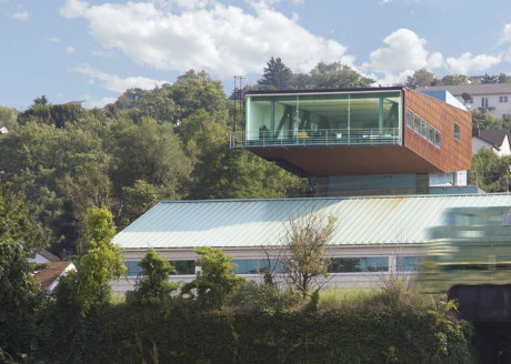 """Дом """"Изумрудное художественное стекло"""" (Emerald Art Glass House) в США от Fisher Architecture."""