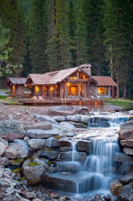 Дом в Верхнем Лагере (Headwaters Camp) в США от Dan Joseph Architects.