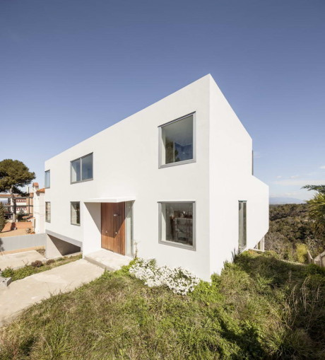 Дом JGC (JGC House) в Испании от MDBA.