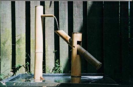 Сиси-одоси в японском саду