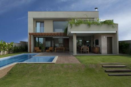 Резиденция ДФ (Residencia DF) в Бразилии от Pupo Gaspar Arquitetura.