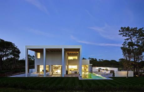 Дом Сан Лоренцо (San Lorenzo House) в Португалии от de Blacam and Meagher Architects.