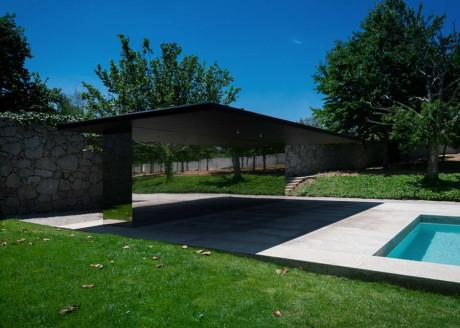 Плавательный бассейн в Самуска-да-Бейра (Swimming Pool in Chamusca da Beira) в Португалии от Joao Mendes Ribeiro.