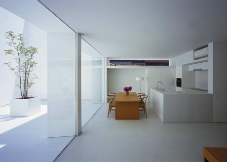 "Дом ""Белая пещера"" (White Cave House) в Японии от Takuro Yamamoto Architects."