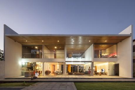 Дом Линарес Диас (Linhares Dias House) в Бразилии от DOMO Arquitetos.