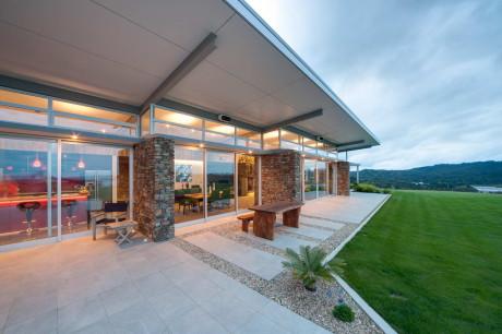 Дом Окура (Okura House) в Новой Зеландии от Bossley Architects.